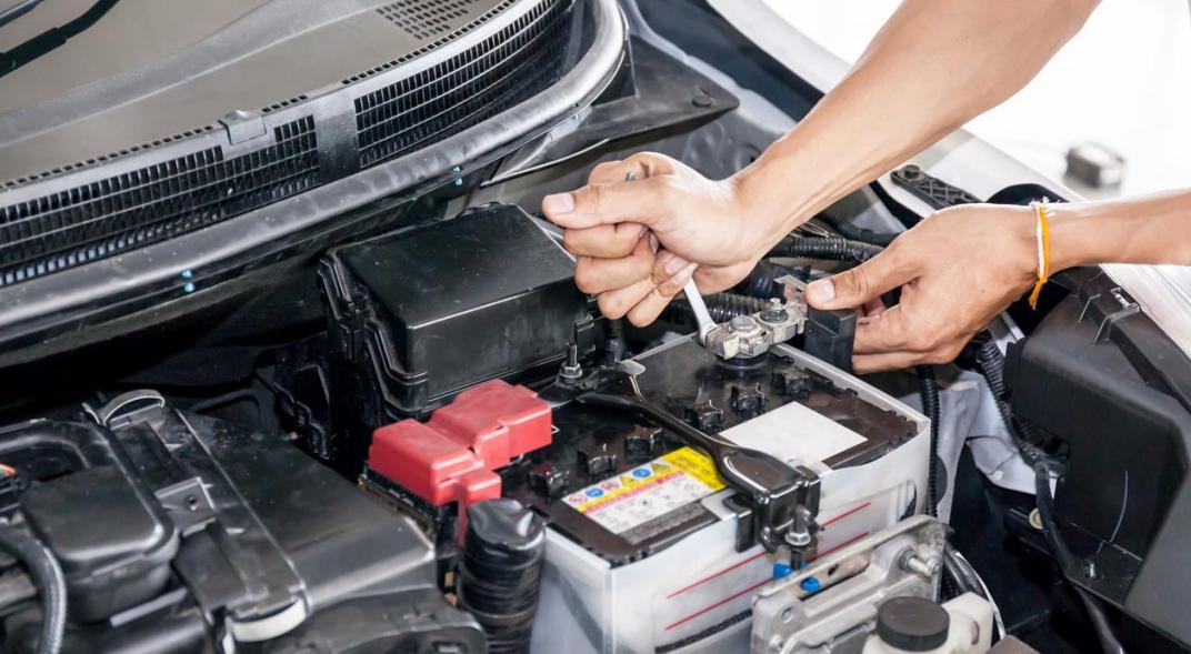 ¿Por qué se descarga la batería del coche cuando no se usa?