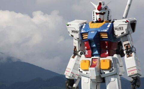 Gundam, un robot de 18 metros de altura, da sus primeros pasos
