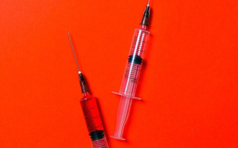 Hay gente fabricando en casa sus propias vacunas contra el coronavirus