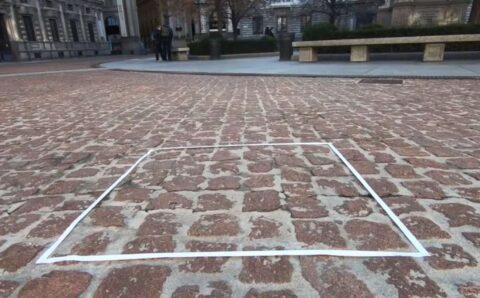 Varios artistas acusan al creador de la 'escultura invisible' de plagiarles la idea