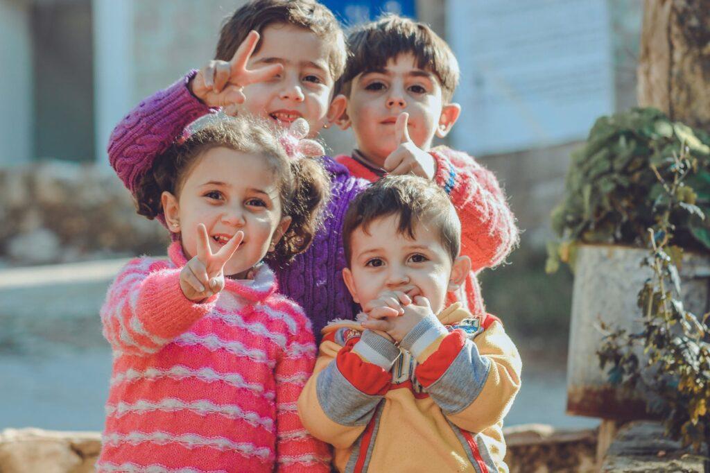 Cómo juega la mente de los niños con las falsas creencias